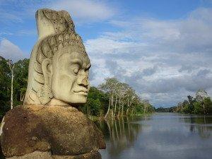 Un des gardiens de la porte d'Angkor Thom