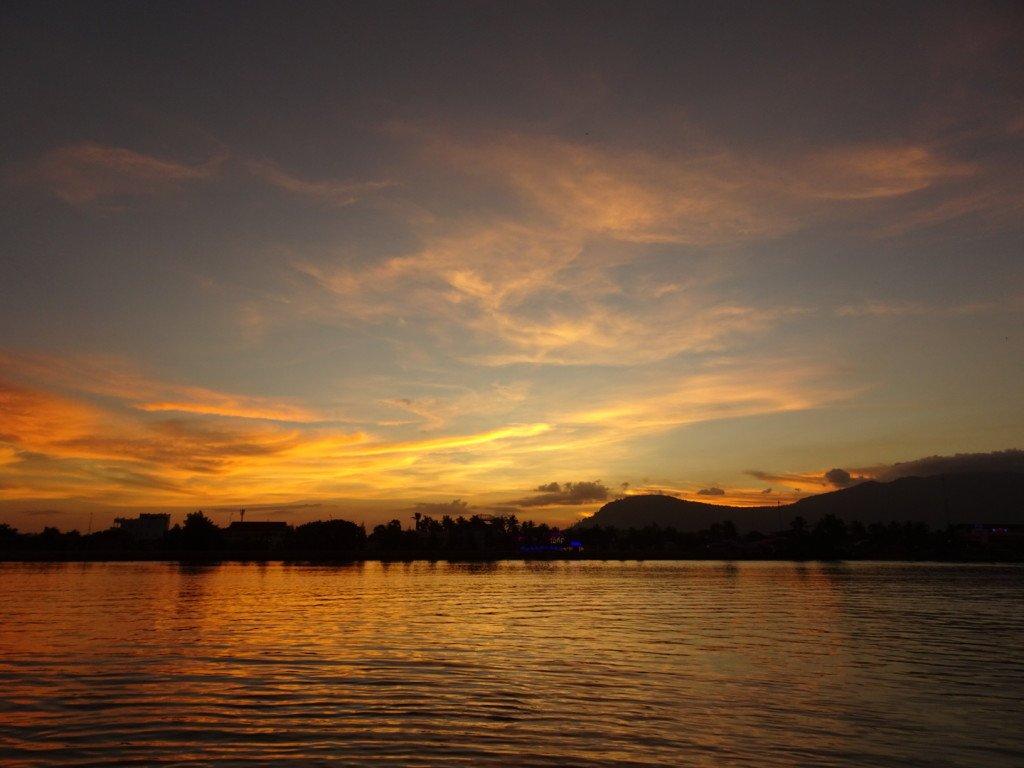 Coucher de soleil vu de la terrasse du Rikitikitavi